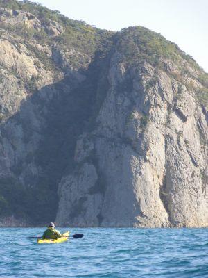 鋸割岩とシーカヤック