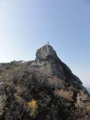 岩のテラスから見た雄嶽
