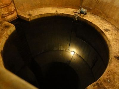 水圧蓄力機(下部)