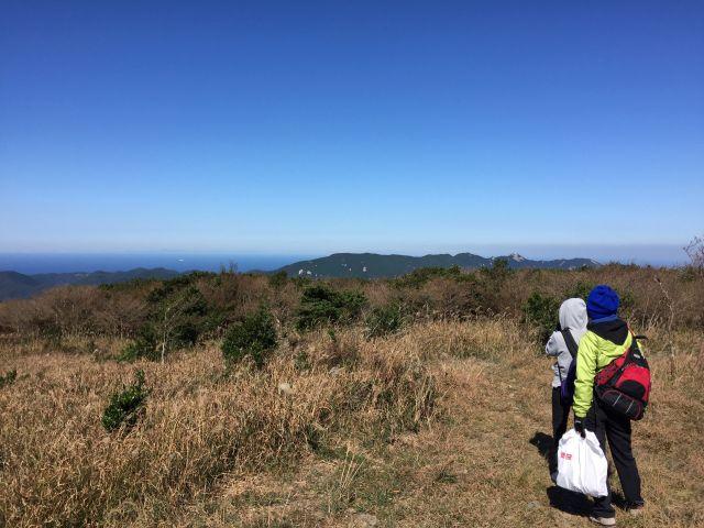 有明山から韓国を望む