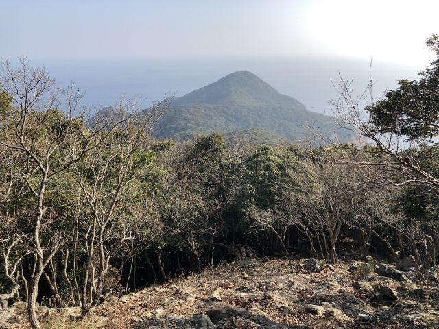 大梶岳を望む